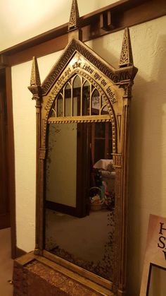 Uncle hand-carved the Mirror of Erised from Harry Potter out of wood Coque Harry Potter, Harry Potter Mirror, Deco Harry Potter, Harry Potter Nursery, Theme Harry Potter, Harry Potter Birthday, Harry Potter Fandom, Harry Potter Christmas Decorations, Potters House