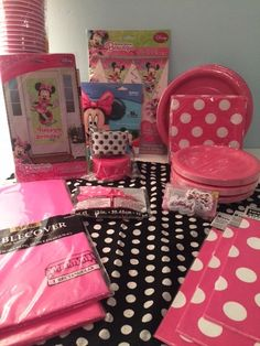 Hey, I found this really awesome Etsy listing at https://www.etsy.com/listing/218282421/deluxe-minnie-mouse-birthday-party-kit
