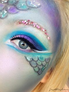 Themenwoche Fasching Karneval Talasia, M. Themenwoche Fasching Karneval Talasia, Mermaid Look, Meerjungfrau Make Up Mermaid Face Paint, Mermaid Diy, Mermaid Makeup, Mermaid Halloween Makeup, Mermaid Costume Makeup, Girls Mermaid Costume, Mermaid Outfit, Diy Makeup, Makeup Art