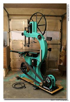 Antique bandsaw restored Besides the GOD-AWFUL color, this is a really nicely restored saw
