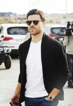 Xabi Men Fashion Show, Mens Fashion Suits, Men's Fashion, Fasion, Fashion Rings, Men Sunglasses Fashion, Mens Sunglasses, Real Madrid, Gq