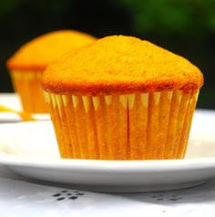 A recipe for sunny, delicious, whole wheat Mango Muffins with the fruity goodness of mango and scented with nutmeg. Eggless Desserts, Eggless Recipes, Eggless Baking, Vegan Desserts, Filipino Desserts, Filipino Recipes, Mango Muffins, Vegan Muffins, Eggless Muffins