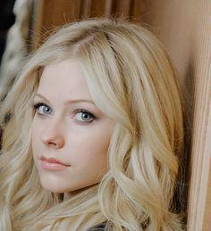 Avril Lavigne image *Avril Lavigne trusts us ->>> | http://fas.st/1m_YV7
