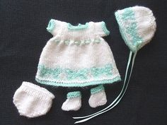 "HAND KNITTED DOLLS CLOTHES TO FIT 6.5"" ROSEBUD BABY DOLL OOAK OR SIMILAR"
