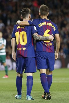 Barcelona's midfielder from Spain Denis Suarez (R) celebrates with Barcelona's forward from Argentina Lionel Messi after scoring during the Spanish league football match FC Barcelona against SD Eibar at the Camp Nou stadium in Barcelona on September 19, 2017. / AFP PHOTO / PAU BARRENA