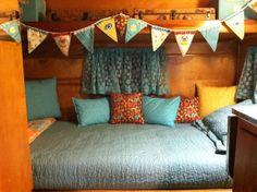 Best Fabulous RV Camper Vintage Bedroom Interior Design Ideas Worth to See - Page 70 of 73 Vintage Caravan Interiors, Vintage Camper Interior, Trailer Interior, Vintage Caravans, Vintage Campers, Vintage Trailers, Airstream Interior, Vintage Airstream, Glamping