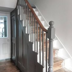 34 ideas for wooden stairs white painted staircases Painted Staircases, Painted Stairs, Wooden Stairs, Bannister Ideas Painted, Painted Pebbledash, Stair Bannister Ideas, Painted Boards, Victorian Hallway, Victorian Terrace