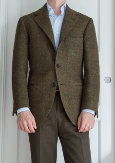 Beautiful bespoke Liverno jacket. I got a little effusive in my praise on Twitter, but this really looks like my platonic ideal for fit and style.  Well, maybe with patch pockets.