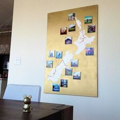 Create a personalized wall decoration with prints from your trip! Print out your best memories as DIY photos and start crafting! Photo Projects, Diy Projects, Personalised Gifts Diy, Travel Crafts, Mom Pictures, Diy Photo Booth, Map Wall Art, Crafty Craft, Photo Displays