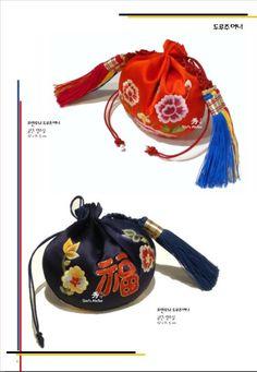 Korean Traditional, Traditional Fashion, Korean Crafts, Korean Hanbok, Chinese Design, Embroidery Art, Bucket Bag, Handmade, Bags