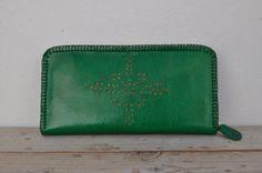 Etsy の Genuine Goat Leather Zipper Wallet / Purse by SaharartDouz