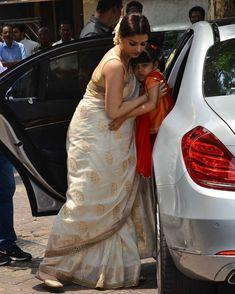 Aishwarya Rai Baby, Aishwarya Rai Bachchan, Indian Wedding Outfits, Indian Outfits, Indian Dresses For Women, Aunty Desi Hot, Indian Beauty Saree, Indian Sarees, Throwback Pictures