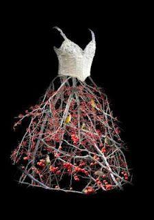 Todd Murphy dress sculpture via Floral Art Forum -