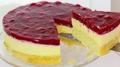 Cooking video for just cooking: This raspberry sour cream cake is wonderfully summery! Have fun baking! Cooking video for just cooking: This raspberry sour cream cake is wonderfully summery! Have fun baking! Easy Vanilla Cake Recipe, Easy Cake Recipes, Baking Recipes, Dessert Recipes, Sour Cream Noodle Bake, Cake Tray, Sour Cream Cake, Just Cooking, Food Cakes