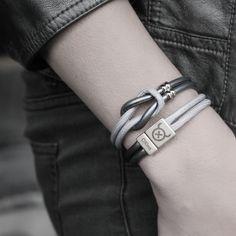 Dit Tangle Steel knooparmband model combineert super makkelijk met alle andere OXies armbanden. Door de verwerking van de rvs slider in deze armband wordt hij net een beetje chiquer dan het stoere Tangle Basic of Rope model! Deze armband wikkelt 2 keer om je pols.