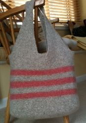 Cora Cooks: Knit Twelve -felted bag pattern and tutorial. Beginner Knitting Patterns, Knitting Ideas, Wooly Bully, Felted Wool Crafts, Felt Purse, Striped Bags, Knitted Bags, Felted Bags, Sacks