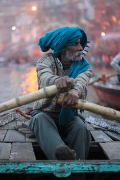Sunrise in Varanasi. Boat trip down the Ganges river. In This World, People Around The World, Varanasi, Gente India, A Passage To India, Amazing India, India People, Portraits, India Travel