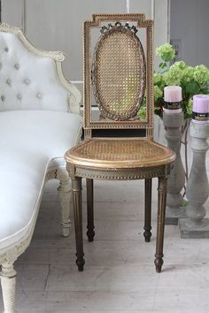 Dark French Linen with gold hightlights Built In Furniture, French Furniture, Classic Furniture, Furniture Styles, Unique Furniture, Rustic Furniture, Furniture Design, Antique Chairs, Vintage Chairs