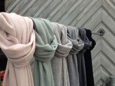 De blødeste bløde - lækre cashmere tørklæder fra HobNob Copenhagen.