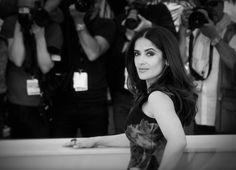 Pin for Later: Le Festival de Cannes en Noir et Blanc, C'est Encore Mieux! Salma Hayek