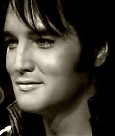 Check out production photos, hot pictures, movie images of Elvis Presley and more from Rotten Tomatoes' celebrity gallery! Rock And Roll, Gorgeous Men, Beautiful People, Elvis Und Priscilla, Elvis Presley Pictures, We Will Rock You, Hollywood, Lisa Marie Presley, Thats The Way