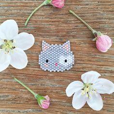 205 отметок «Нравится», 43 комментариев — @fannyandbarry в Instagram: «Merci pour tous vos gentils ptits mots sur Pinpinette et P'tit Chat✨ ! Voici un autre P'tit Chat…» Bead Loom Patterns, Peyote Patterns, Beading Patterns, Miyuki Beads, Snail Craft, Pig Crafts, Peler Beads, Iron Beads, Peyote Beading