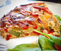 Loaded with veggies, and free from grains & dairy, this delicious crustless quiche is perfect for the diet. Try it for breakfast, lunch or dinner! Quiche Dish, Easy Quiche, Quiche Crustless, Quiche Recipes, Brunch Recipes, Seafood Recipes, Pie Recipes, Healthy Diet Recipes, Healthy Eating