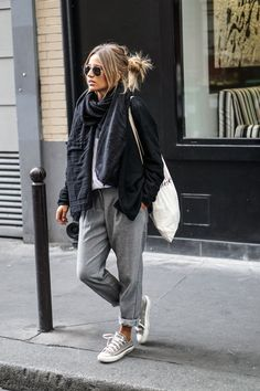 Camille / 21 septembre 2015 casual in paris casual in paris noholita conver Mode Outfits, Winter Outfits, Casual Outfits, Fashion Outfits, Fashion Trends, Casual Wear, Winter Clothes, Ladies Fashion, Womens Fashion