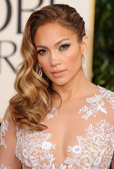 Best ideas wedding hairstyles to the side curls natural, - Coupe de Cheveux Side Swept Hairstyles, Daily Hairstyles, Wedding Hairstyles For Long Hair, Celebrity Hairstyles, Bridal Hairstyles, Trendy Hairstyles, Medium Hairstyles, Vintage Hairstyles, Bridesmaid Side Hairstyles