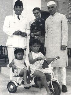 Indonesian President Sukarno with son Guntur Sukarnoputra and daughter Megawati Sukarnoputri while receiving Indian Prime Minister Jawaharlal Nehru and his daughter Indira Gandhi.