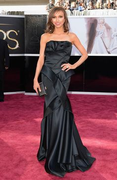 As for TV hosts, Giuliana Rancic selected a Rafael Cennamo gown. However, what is most shocking is that she cut her hair right before the show. Love the look on her. #Oscars #laphotographydesign