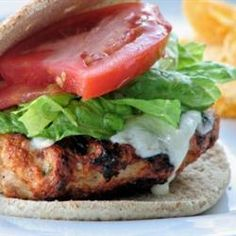 Spicy Chipotle Turkey Burger - With a chipotle chile pepper, mozzarella cheese and other seasonings, you will absolutely love this spicy, yet flavorful, burger! Spicy Turkey Burgers, Turkey Burger Recipes, Veggie Burgers, Grilled Turkey, Beef Burgers, Turkey Bacon, Hamburger Recipes, Great Recipes, Favorite Recipes