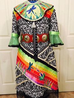 Very pretty Native American Clothing, Native American Regalia, Dance Outfits, Dance Dresses, Jingle Dress Dancer, Powwow Regalia, Native Wears, Ribbon Skirts, Native Style