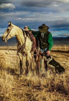 Cowboy with his trusted horse and loyal dog. Cowgirl And Horse, Cowboy Art, Western Cowboy, Cowboy Images, Cowboy Pictures, Real Cowboys, Cowboys And Indians, Rodeo Cowboys, Cowboy Photography