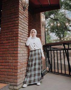 Style hijab remaja kulot 63 ideas for 2019 Hijab Casual, Stylish Hijab, Ootd Hijab, Hijab Chic, Hijab Teen, Modern Hijab Fashion, Muslim Fashion, Trendy Fashion, Trendy Style
