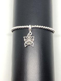Modeschmuck-Armband mit Schmetterlingsanhänger Bracelets, Leather, Jewelry, Fashion, Butterfly Bracelet, Fashion Jewelry, Moda, Jewlery, Bijoux