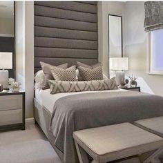 Cor + criado mudo + móvel ao pé da cama