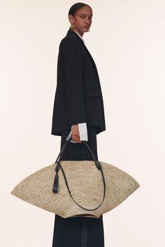 Jil Sander Resort 2020 Fashion Show - Vogue Fashion Week, Fashion 2020, Fashion Bags, Runway Fashion, Fashion Accessories, Womens Fashion, Fashion Trends, Daily Fashion, Jil Sander