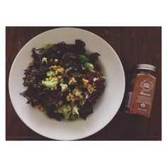 @sa.way - the #wholefoods harissa seasoning is everything - steamed #redkale salad #wholelifechallenge
