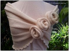 A beautiful summer rose capelet that wouldn't look at all out of place at Downton Abbey - Free pattern from FitzBirch Crafts