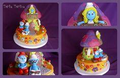 Smurf Cake with smurf reading