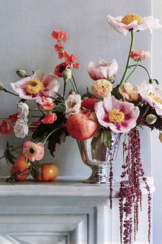 From peony wedding bouquets to cocktail hour centerpieces and reception arrangements with peonies, here are 10 great ideas using peonies for wedding decor. centerpieces peonies 10 Peony Wedding Bouquets and Centerpieces Peony Wedding Arrangements, Peonies Wedding Centerpieces, Peonies Centerpiece, Peony Bouquet Wedding, Floral Bouquets, Wedding Flowers, Peony Flower Pictures, Peonies And Hydrangeas, Flower Power