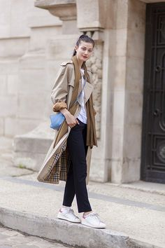 Larissa Hofmann wearing a trench coat and sneakers for a cool street style look. // #StreetStyle