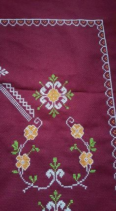 Prayer Rug, Cross Stitch Designs, Diy And Crafts, Projects To Try, Kids Rugs, Brooch, Crochet Roses, Towels, Crossstitch
