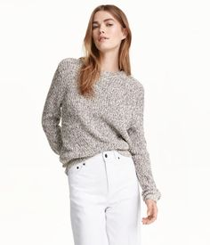 Weißmeliert. Gerippter Pullover aus Baumwollmischung.