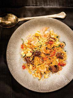 Ricardo& recipe : Shrimp and Merguez Couscous Fish Recipes, Seafood Recipes, Sausage Recipes, Cooking Recipes, Confort Food, Ricardo Recipe, Couscous Recipes, How To Cook Fish, Pork