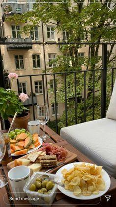 Summer Aesthetic, Aesthetic Food, Good Food, Yummy Food, European Summer, Story Instagram, Summer Dream, Dream Life, Picnic