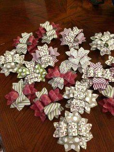 Aprende como hacer moños con papel o cartulina usando un molde como base. Existen muchas combinaciones para que puedas hacer distintos moño...