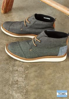 Stand out this season with TOMS Men's Mateo Chukka Boots.