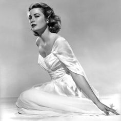 10 Striking Photos of Ultimate Style Icon Grace Kelly - Her Serene Highness Princess Grace of Monaco from InStyle Moda Grace Kelly, Grace Kelly Style, Grace Kelly Fashion, Old Hollywood Glamour, Classic Hollywood, Hollywood Divas, Timeless Beauty, Classic Beauty, Timeless Elegance